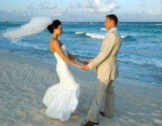 Wedding Moons, Combine the wedding and the honeymoon
